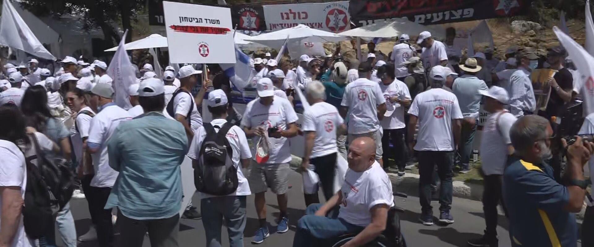 """הפגנת נכי צה""""ל מול הכנסת, 5.5.21"""