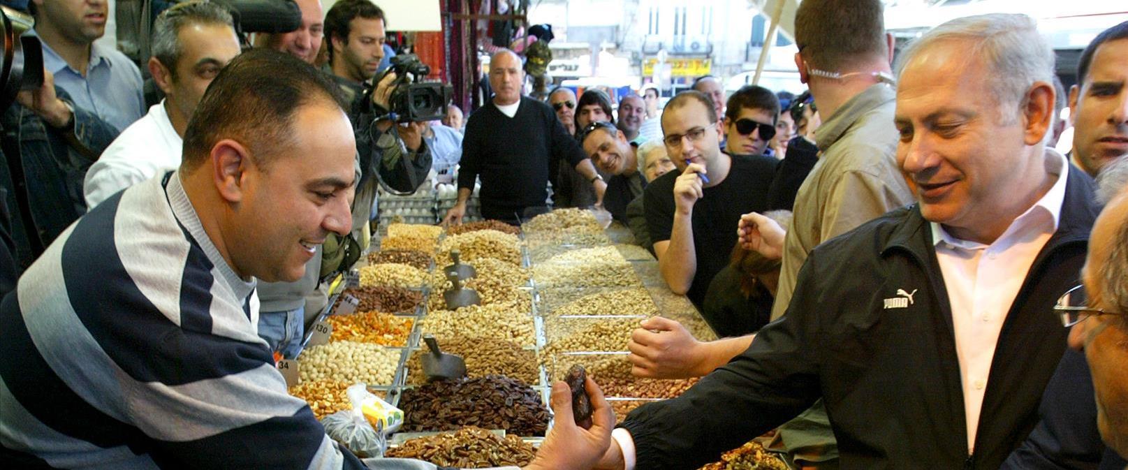 נתניהו בביקור בשוק מחנה יהודה, ב-2009