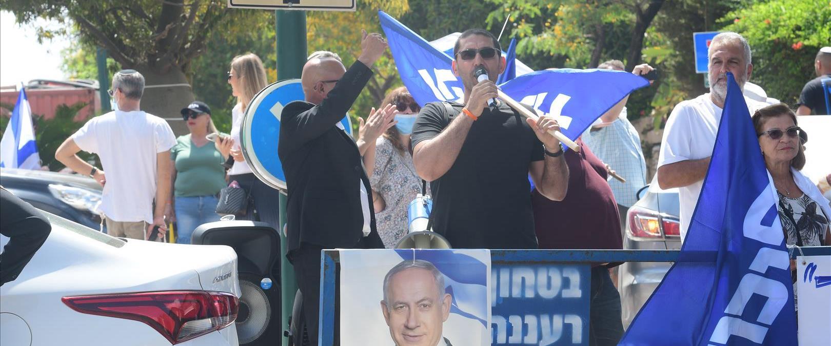 הפגנה מול בית בנט ברעננה, בחודש שעבר