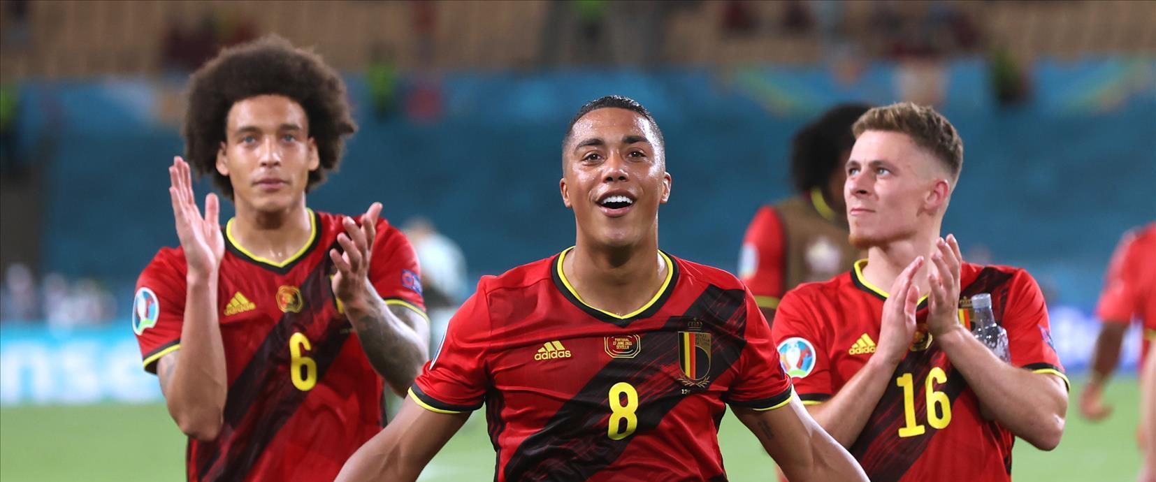 שחקני בלגיה חוגגים את הניצחון, הלילה