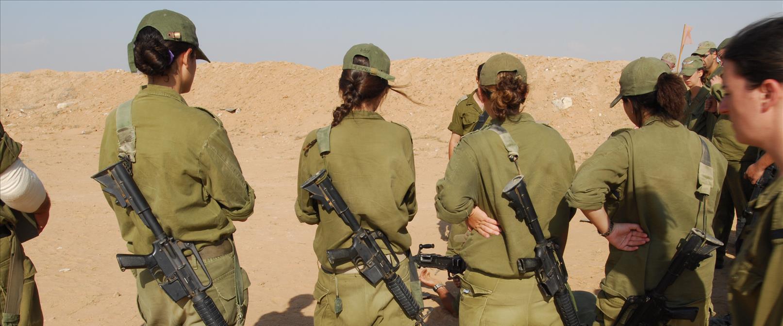 """שירות נשים קרבי בצה""""ל"""