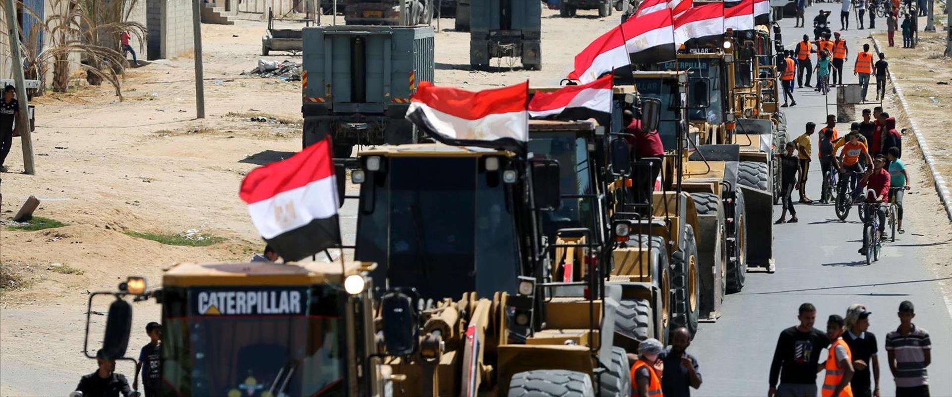 שיירת דחפורים נכנסת לרצועת עזה ממצרים, השבוע