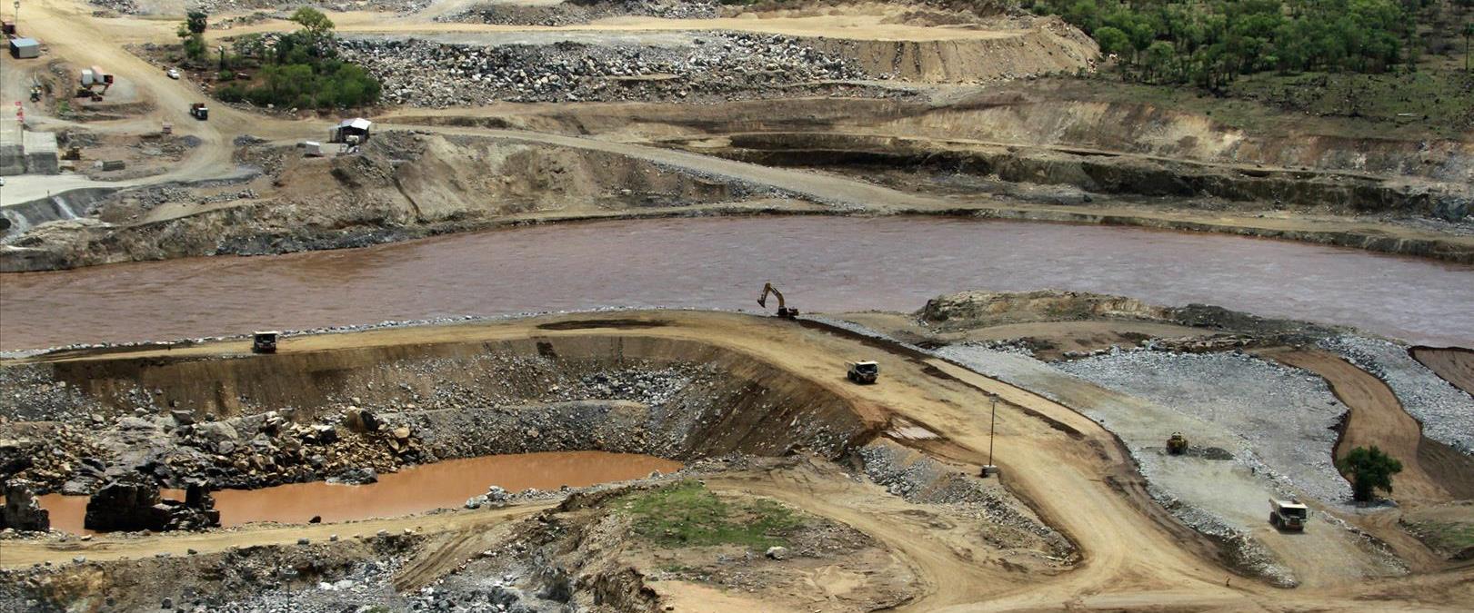 העבודות על הסכר, ארכיון