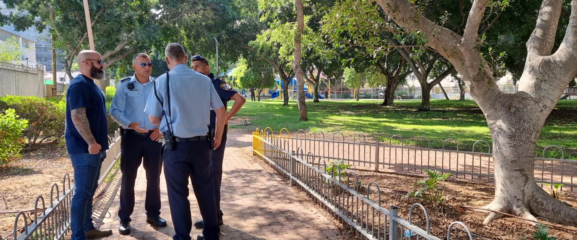שוטרים בזירת הרצח באשדוד, הבוקר