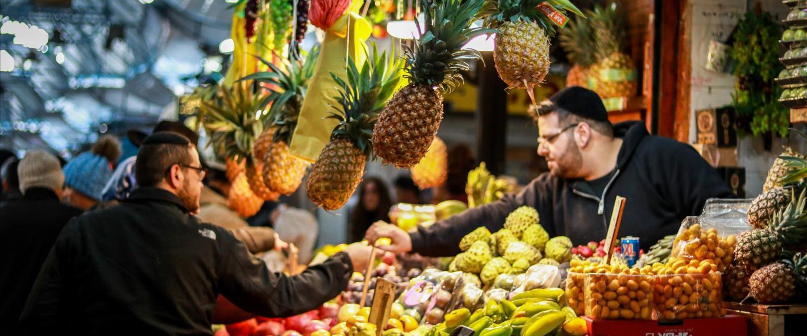 דוכן פירות בשוק מחנה יהודה