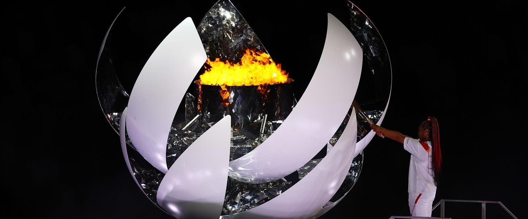 נאומי אוסקה מדליקה את הלפיד