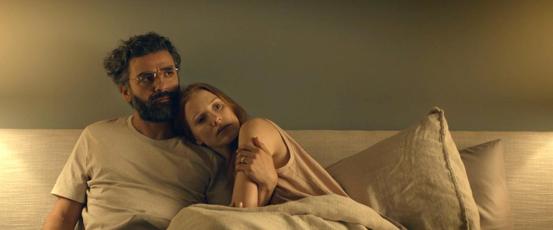 """ג'סיקה צ'סטיין ואוסקר אייזק, מתוך """"תמונות מחיי ניש"""