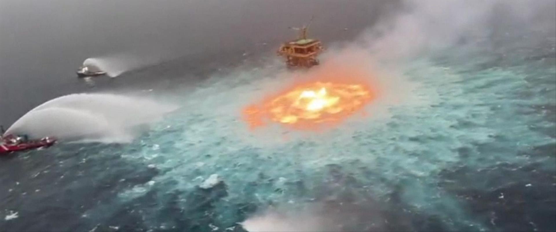 השריפה בלב ים בשל דליפת גז במקסיקו, אתמול