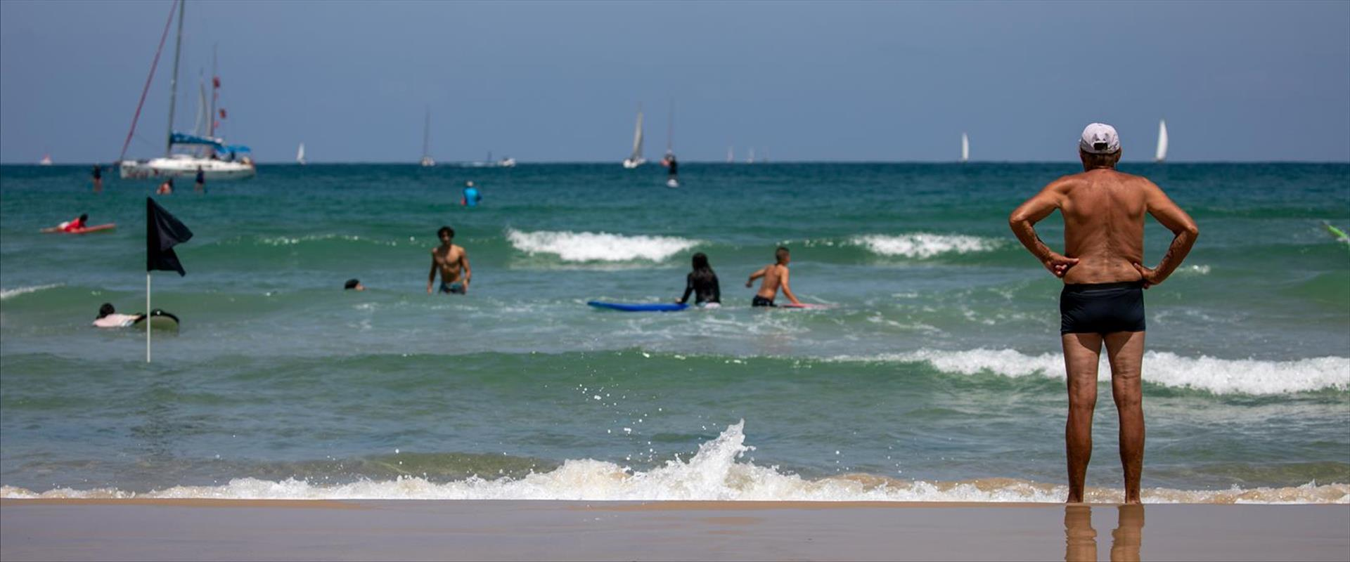 חוף הרצליה, ארכיון