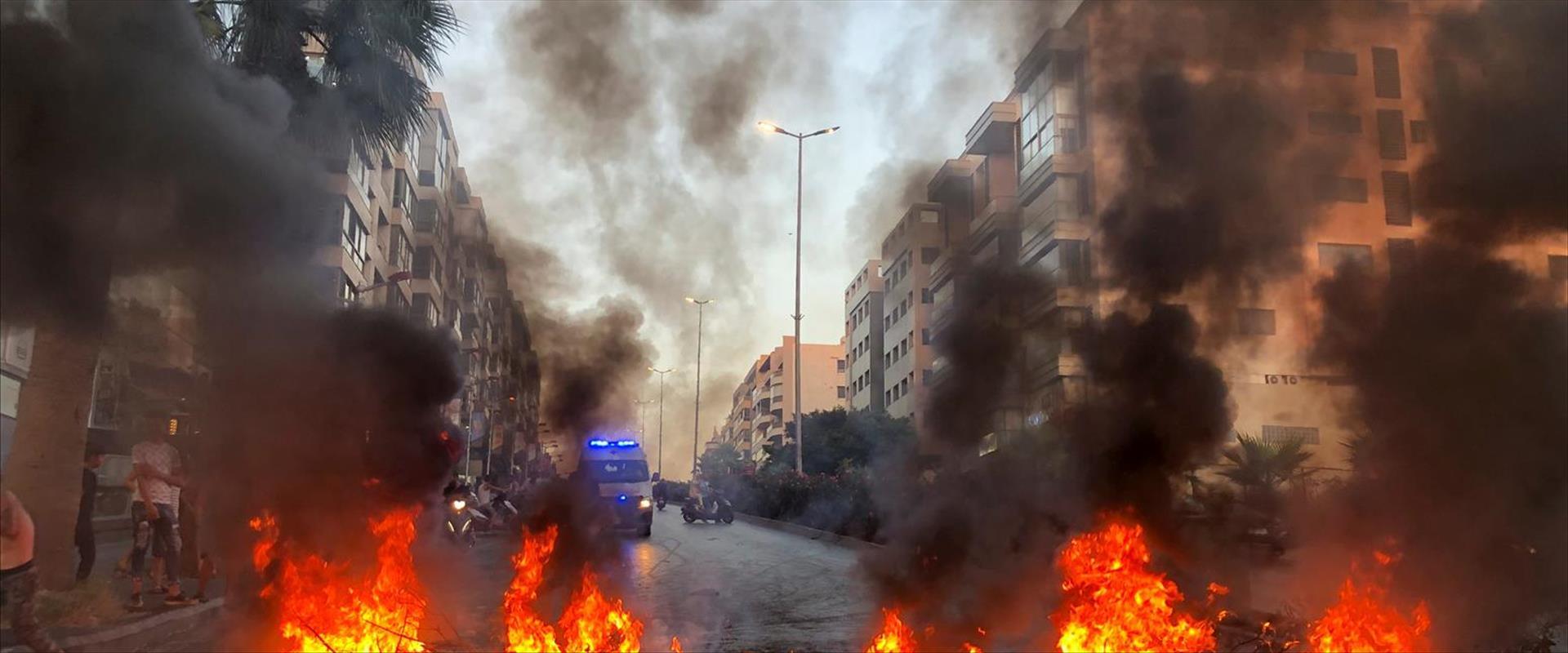 הצתת פחים בהפגנה בביירות