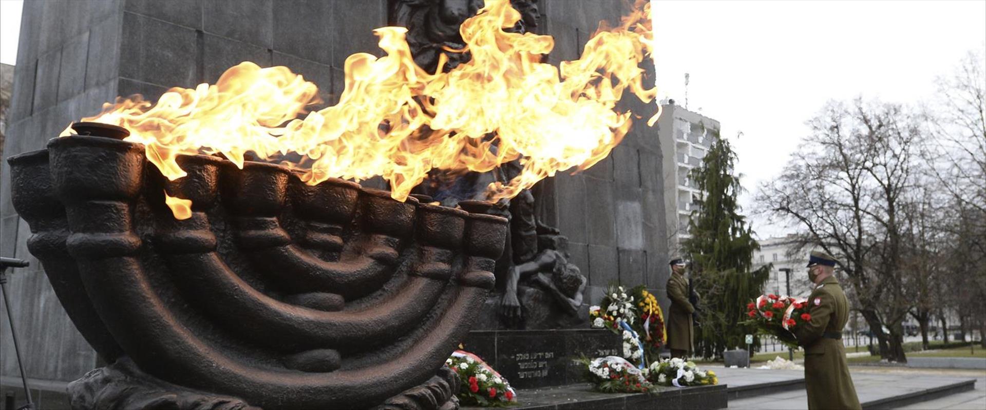 אנדרטה לזכר השואה בפולין