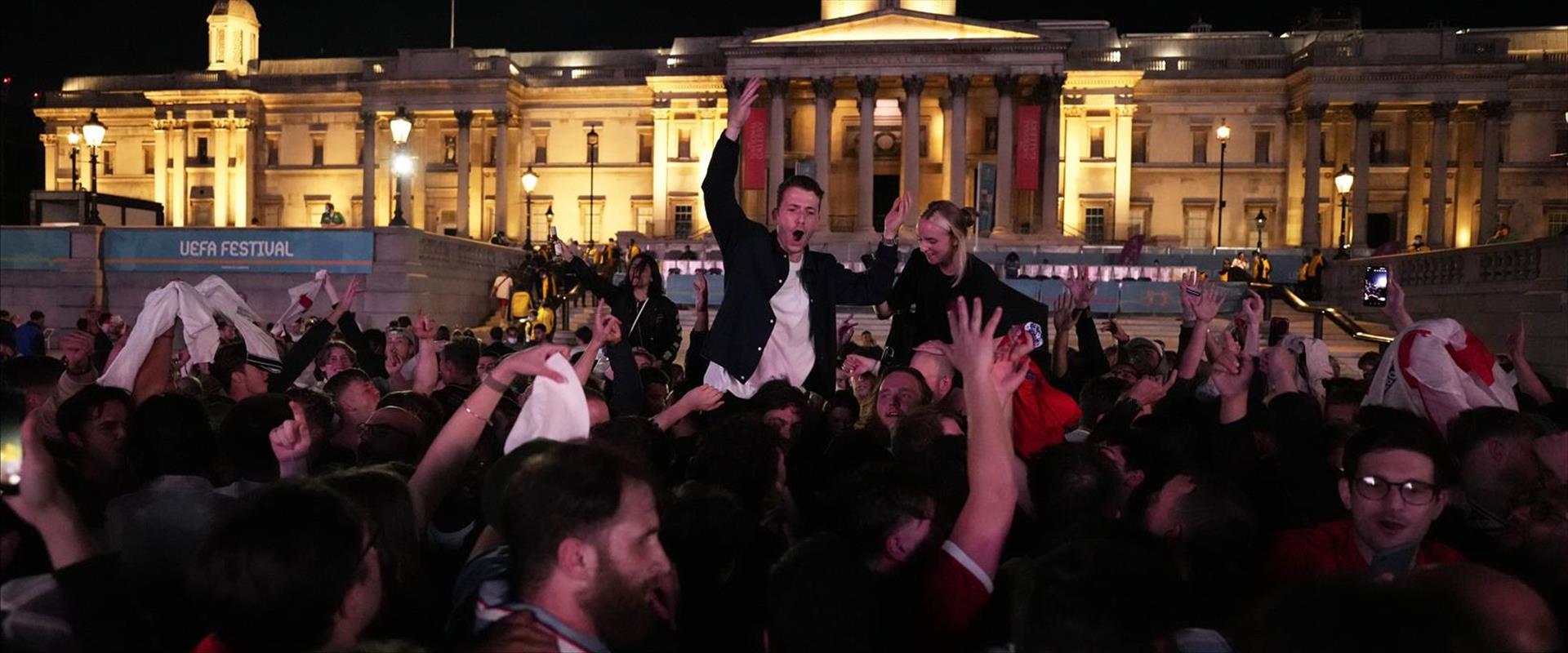 החגיגות באנגליה
