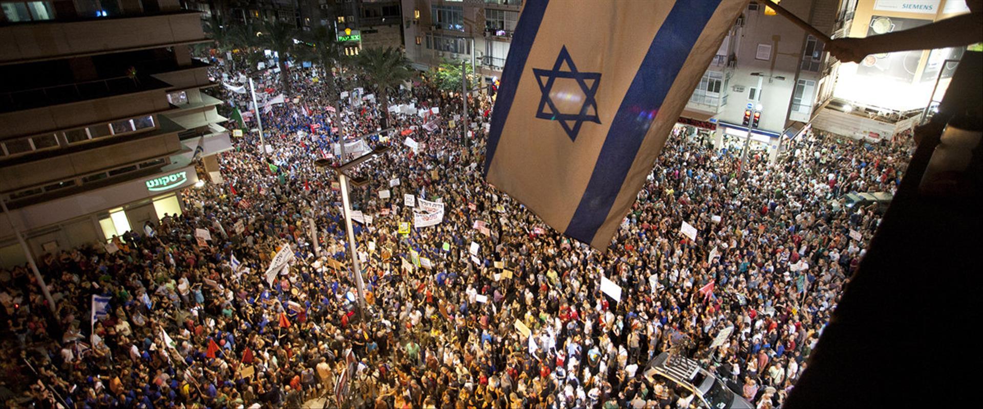 עשרות אלפים מפגינים בתל אביב, 6.8.11