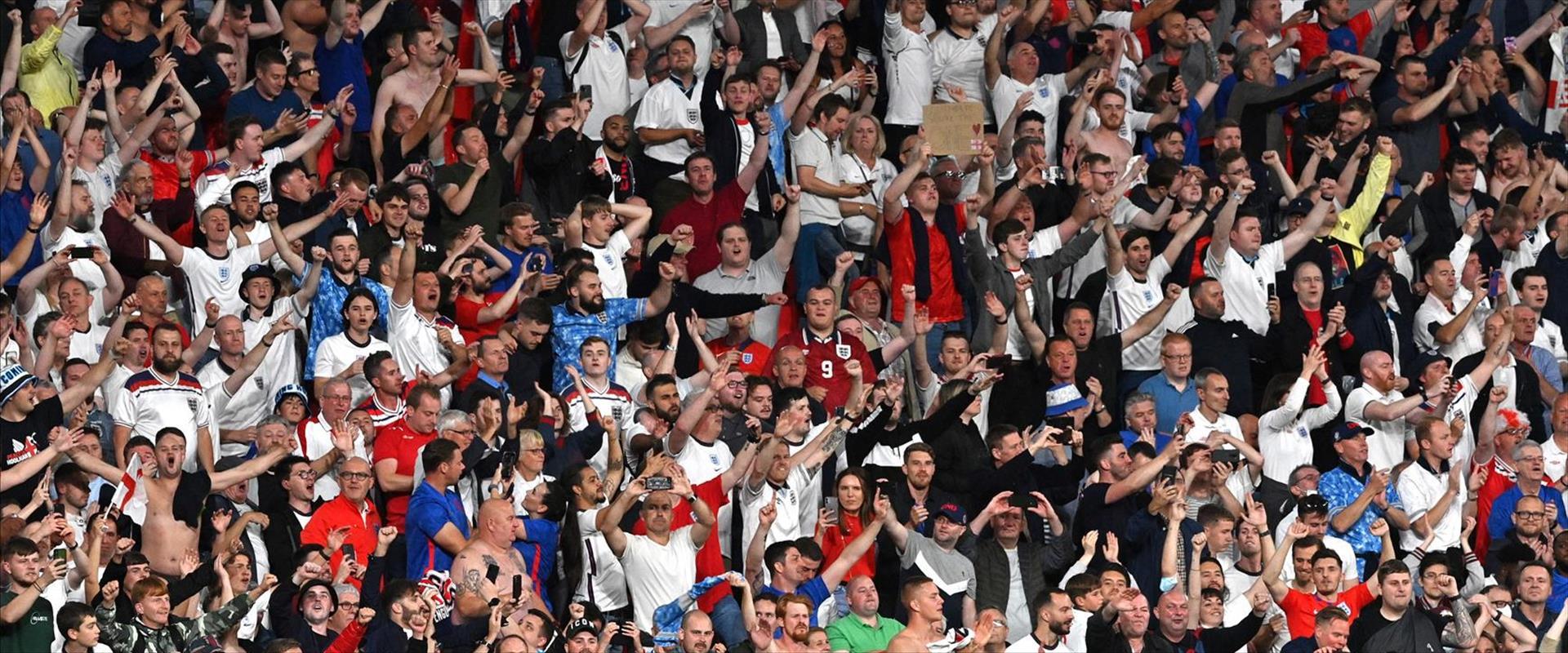 אוהדי נבחרת אנגליה בוומבלי, השבוע