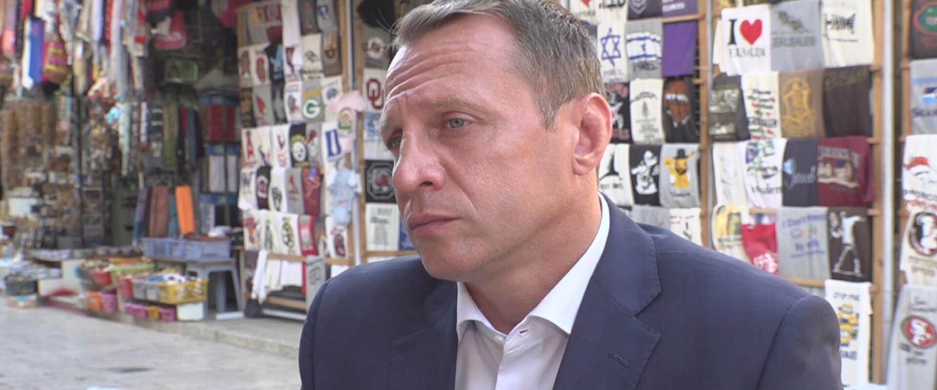 שר התיירות יואל רזבוזוב