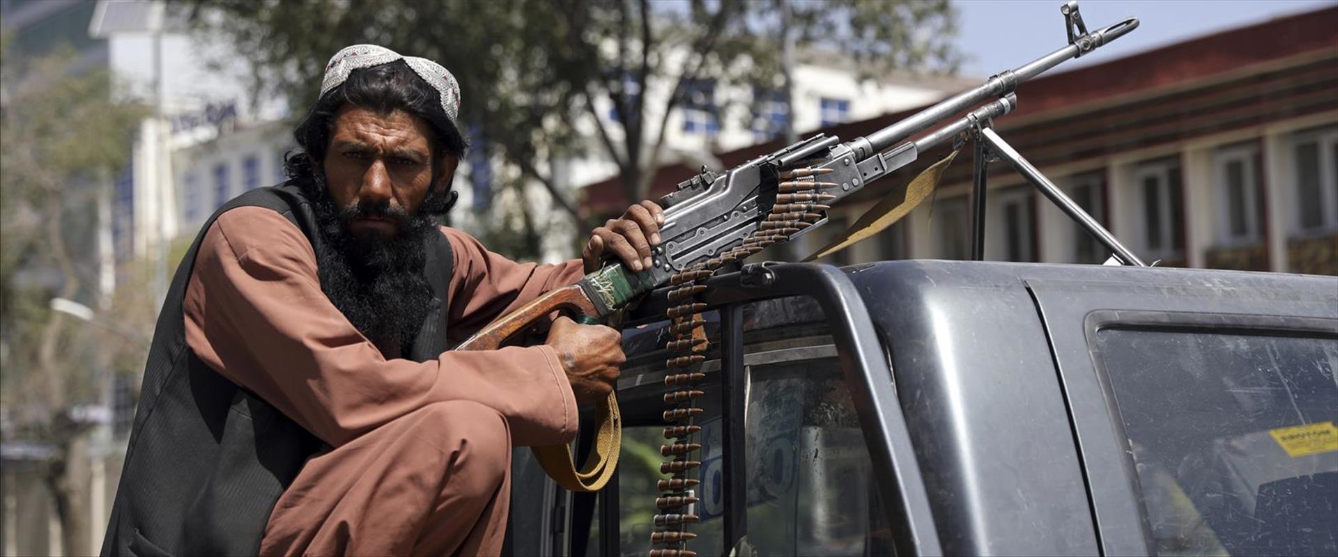 איש טליבאן ברחובות קאבול