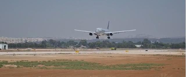 המטוס בנחיתה