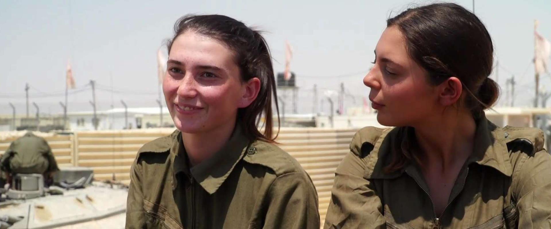 """""""יכולות הכול"""": הצצה לפעילות של הבנות שבחרו בטנקים"""