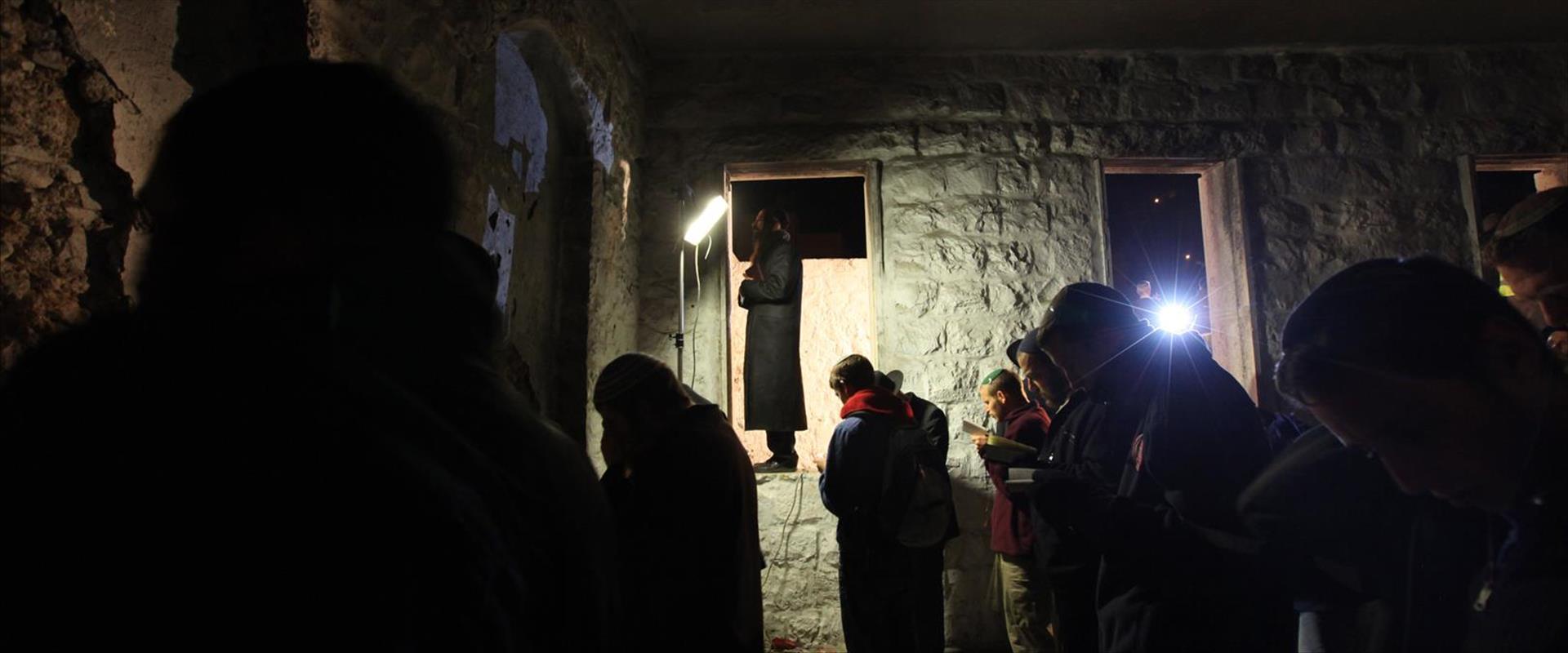 תפילה בקבר יוסף, ארכיון