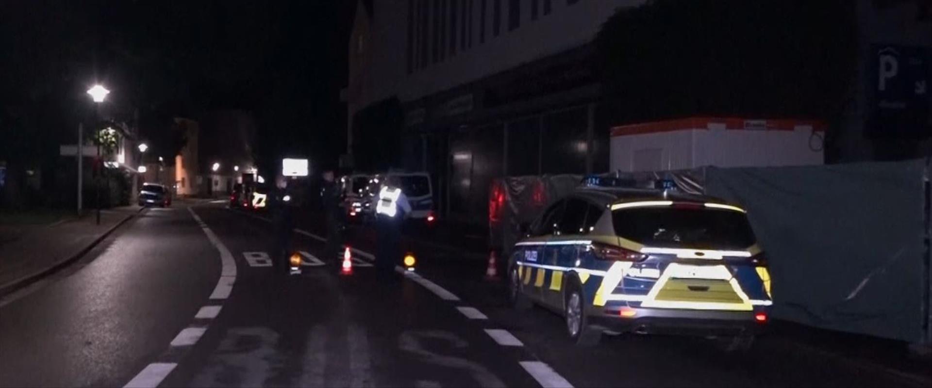 משטרה מול בית כנסת בהאגן, גרמניה - יום כיפור 16.9.