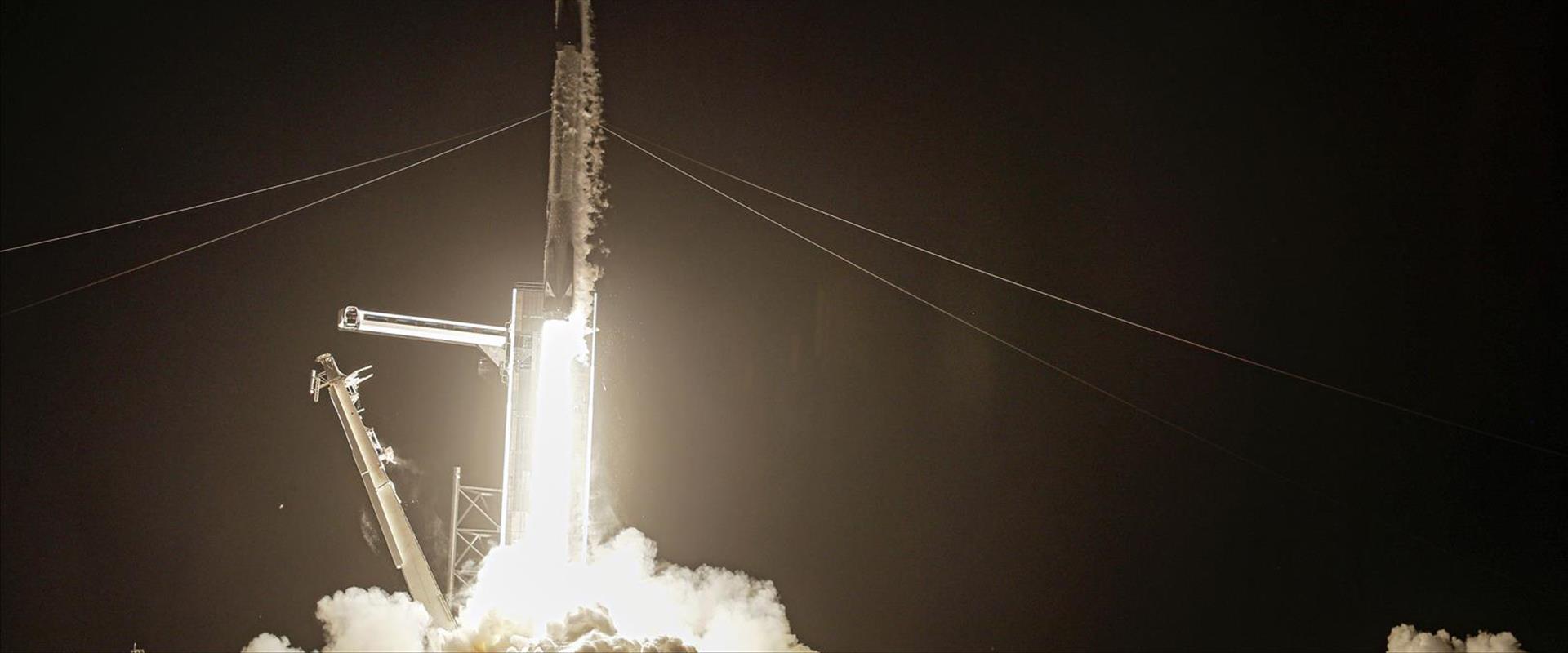 טיסה אזרחית ראשונה לחלל