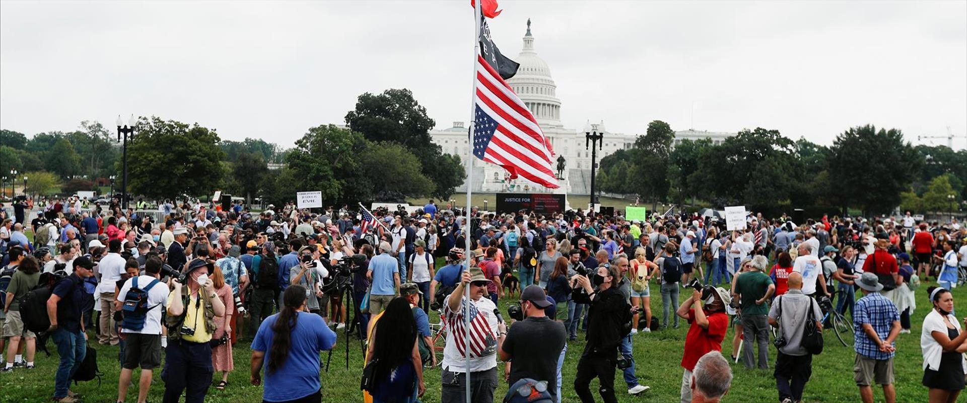 מפגינים בוושינגטון להזדהות עם העצורים בפריצה לקפיט