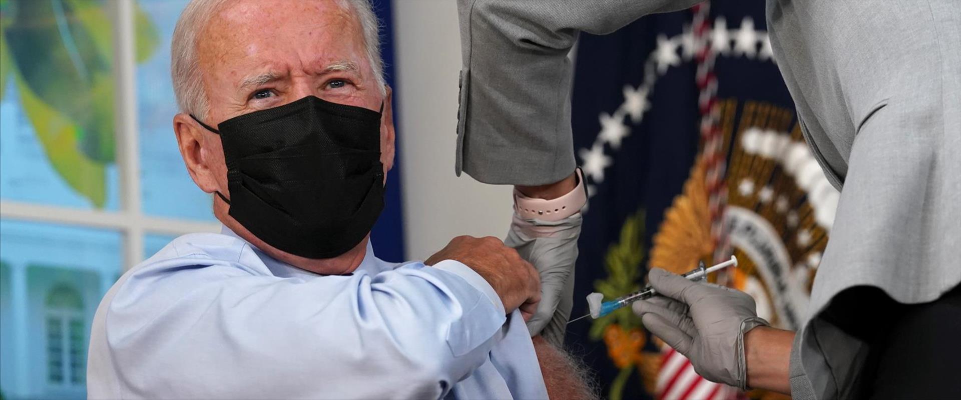 הנשיא ביידן מקבל את מנת הבוסטר