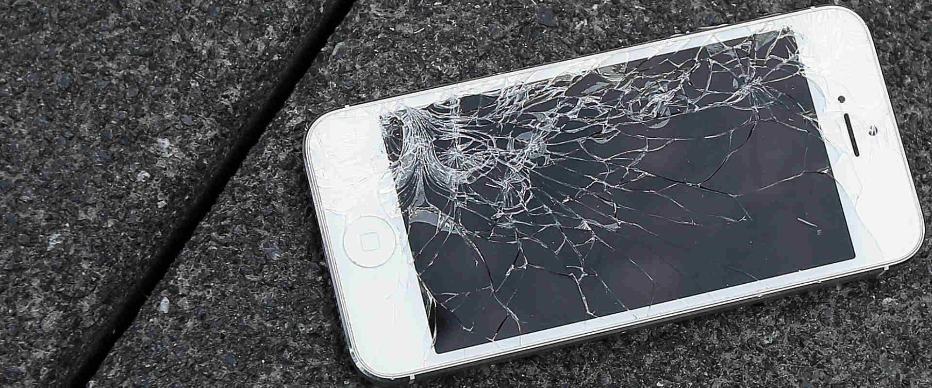 מסך אייפון שבור