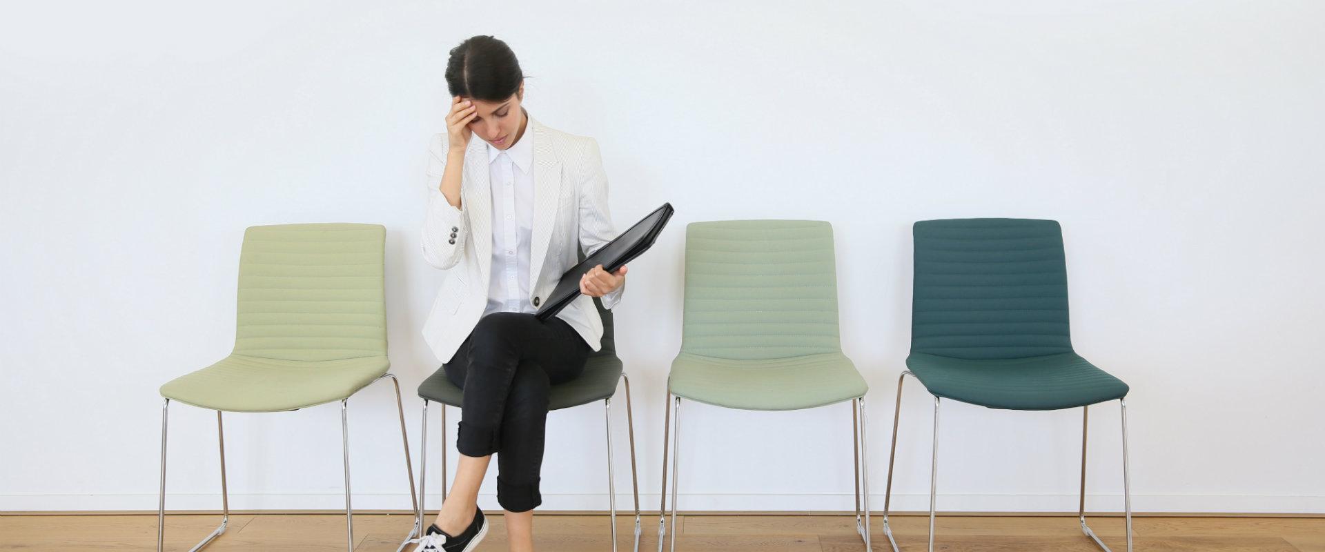 עובדת ממתינה למשרה