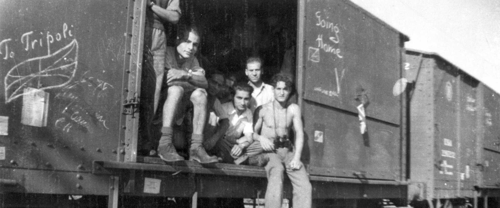 יהודים מלוב ניצולי ברגן בלזן חוזרים לטריפולי, 1945