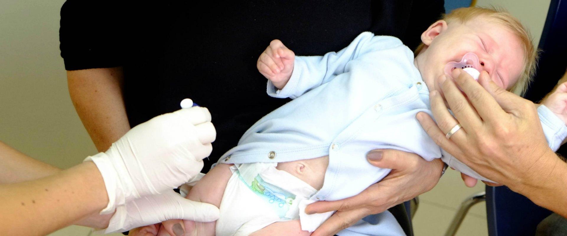 תינוק מקבל חיסון, אילוסטרציה
