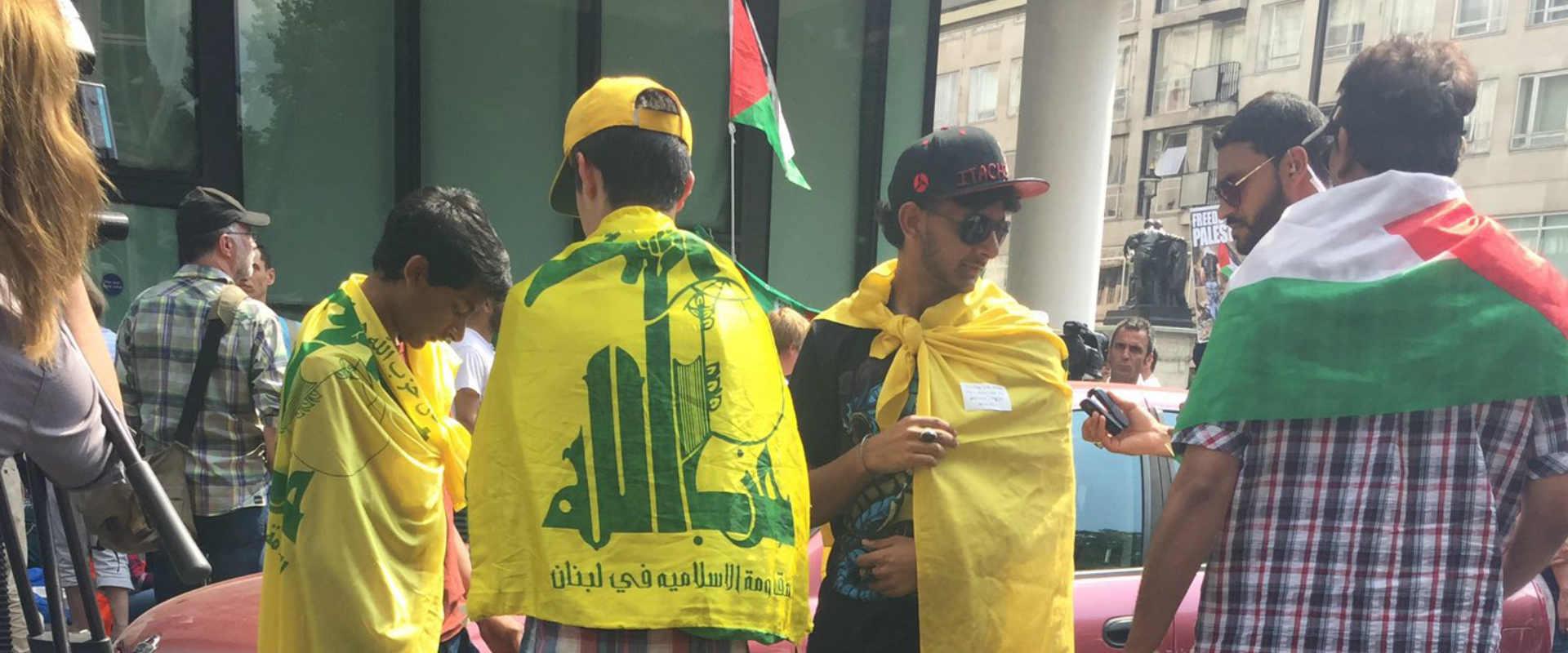 לונדון: מפגינים עטופים בדגלי חיזבאללה