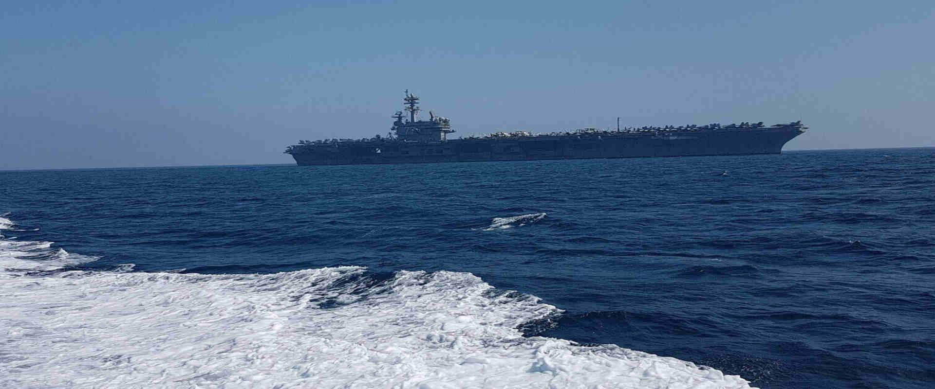 """נושאת המטוסים במרחק של כ-4 ק""""מ מהחוף"""