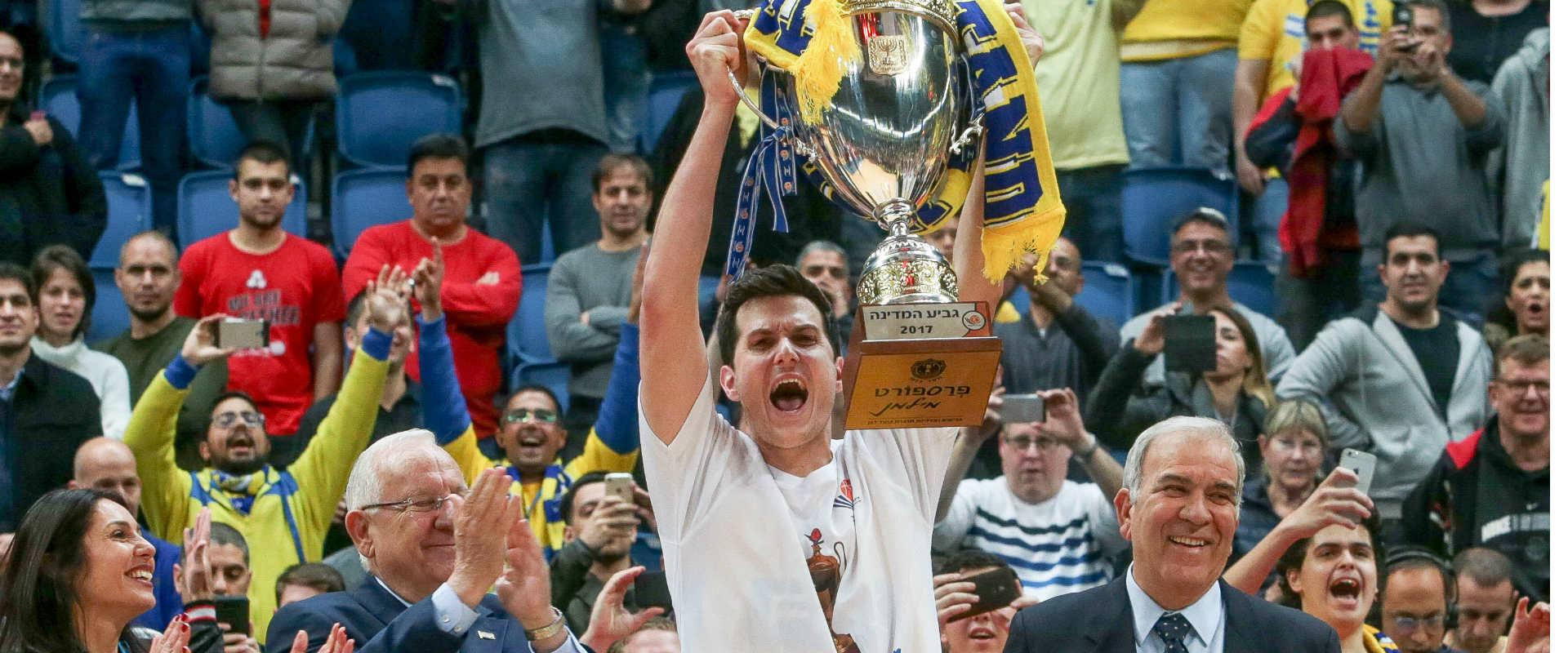 גיא פניני חוגג עם גביע המדינה