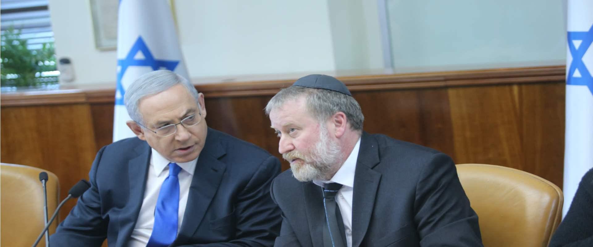 היועץ המשפטי לממשלה אביחי מנדלבליט לצד ראש הממשלה