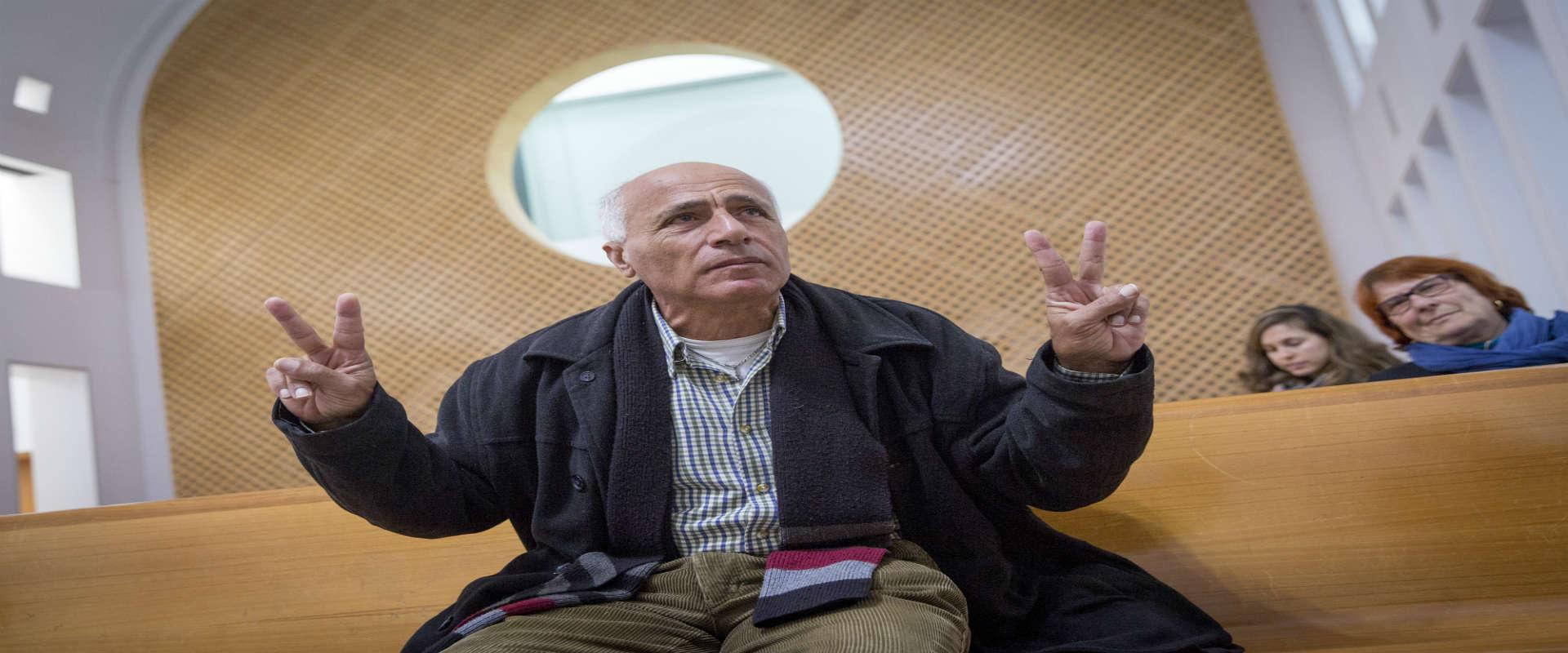 מרדכי ואנונו בבית משפט השלום בירושלים בהקראת הכרעת