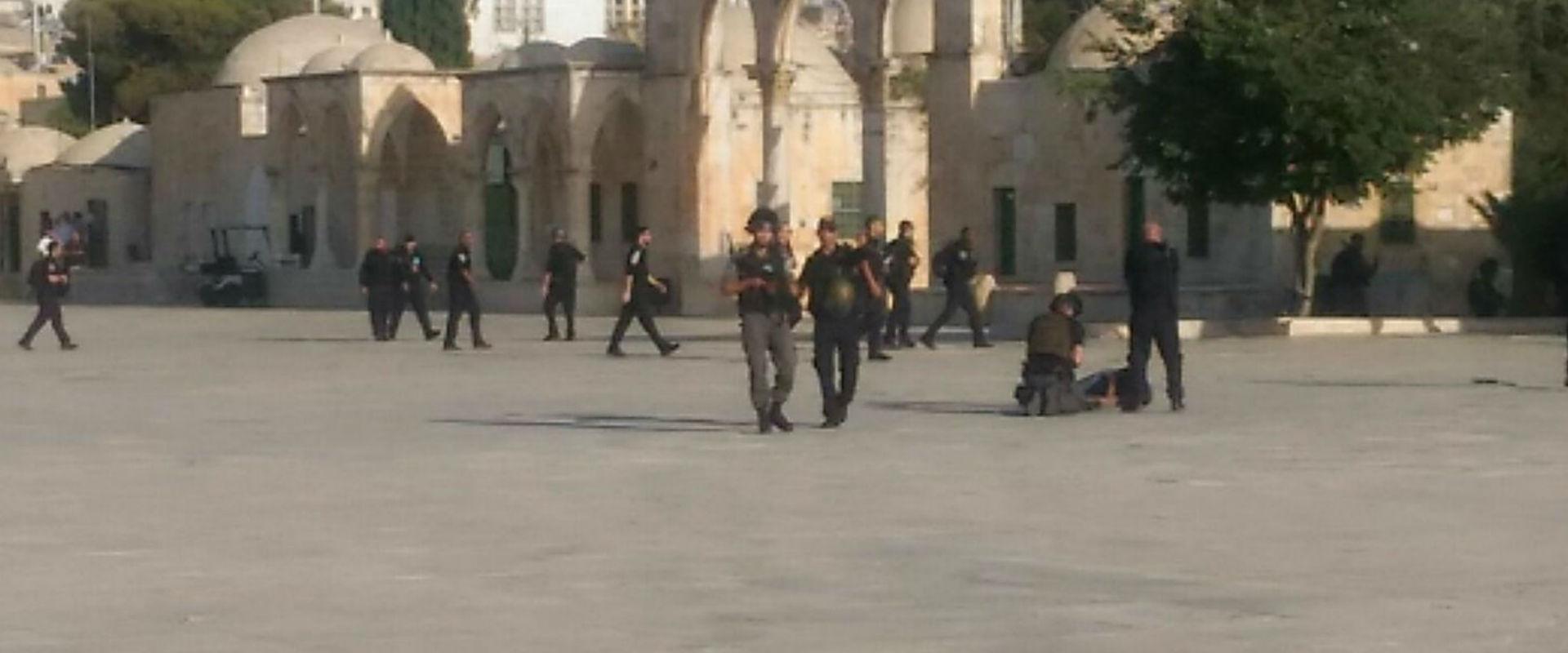 כוחות הביטחון באזור הפיגוע בהר הבית