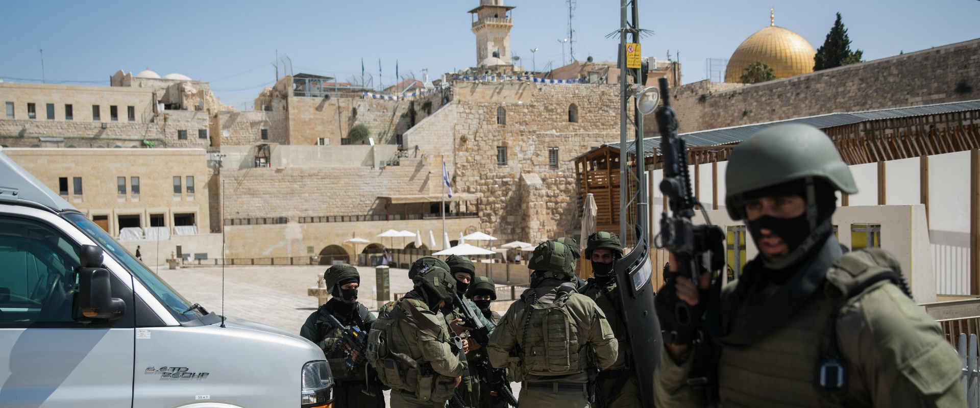 כוחות הביטחון בסמוך למקום הפיגוע בהר הבית