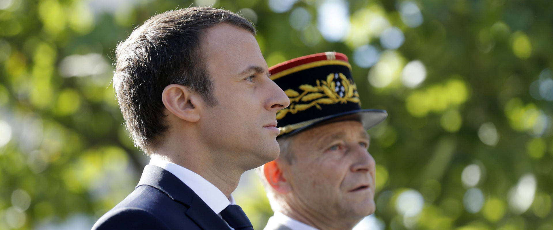 """נשיא צרפת, עמנואל מקרון, והרמטכ""""ל פייר דה וייר (צי"""