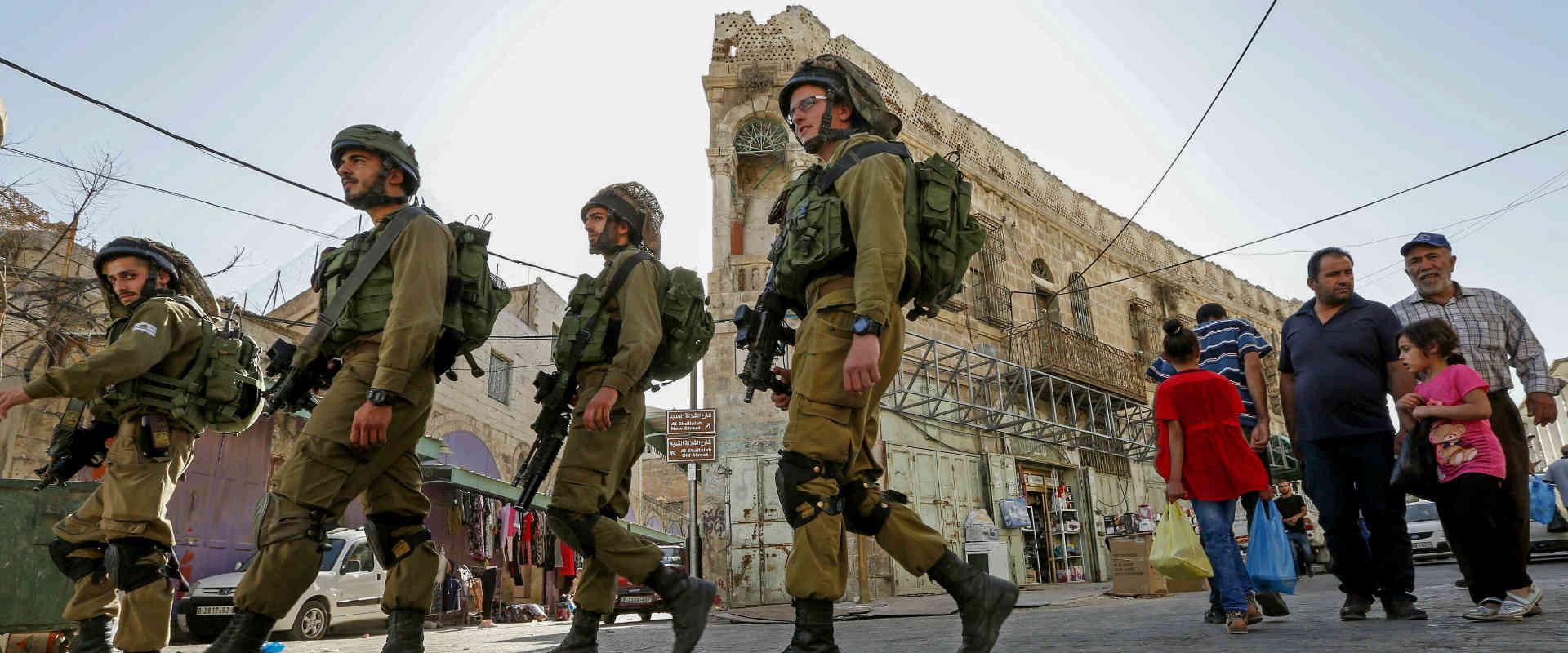 חיילים מסיירים בחברון, אתמול