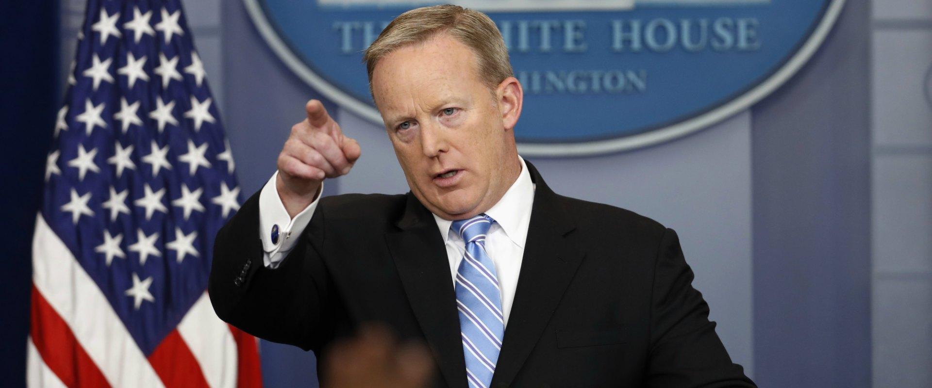 דובר הבית הלבן המתפטר, ש'ון ספייסר, במסיבת עיתונאי