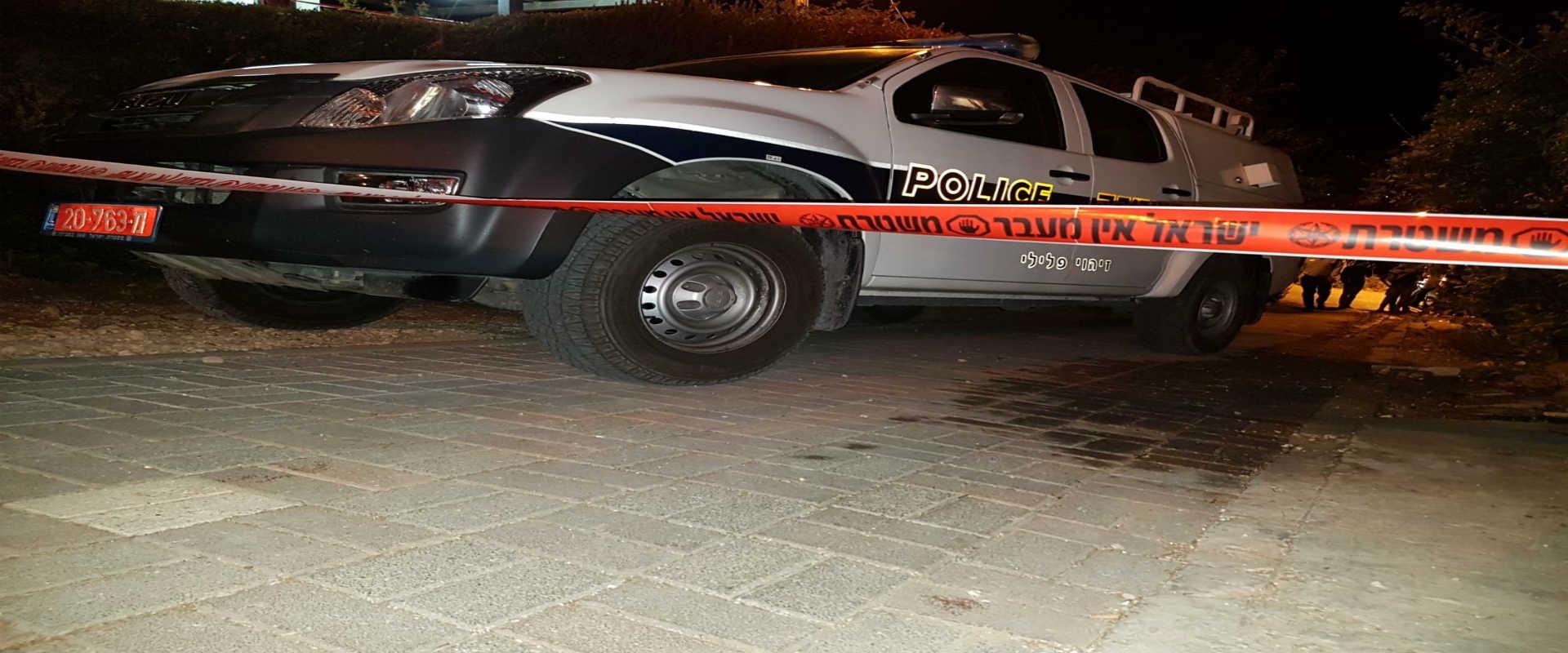 ניידת משטרה בזירת הפיגוע בהתנחלות חלמיש, הערב