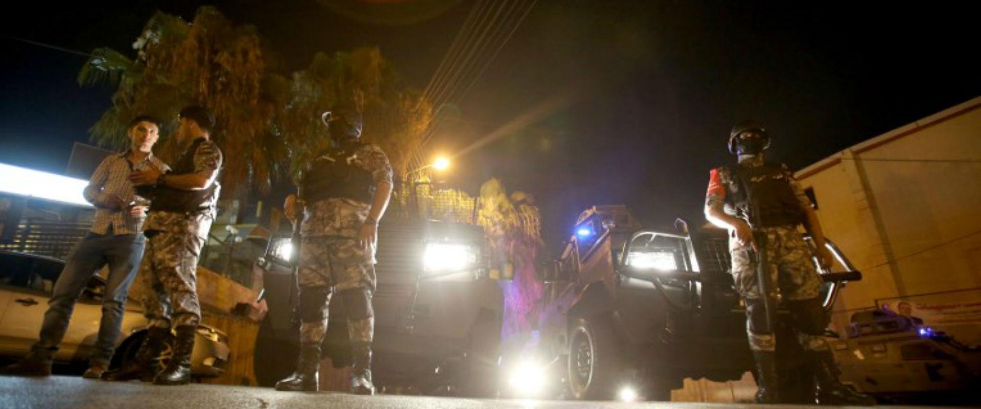 כוחות ירדנים מחוץ לשגרירות הישראלית בעמאן