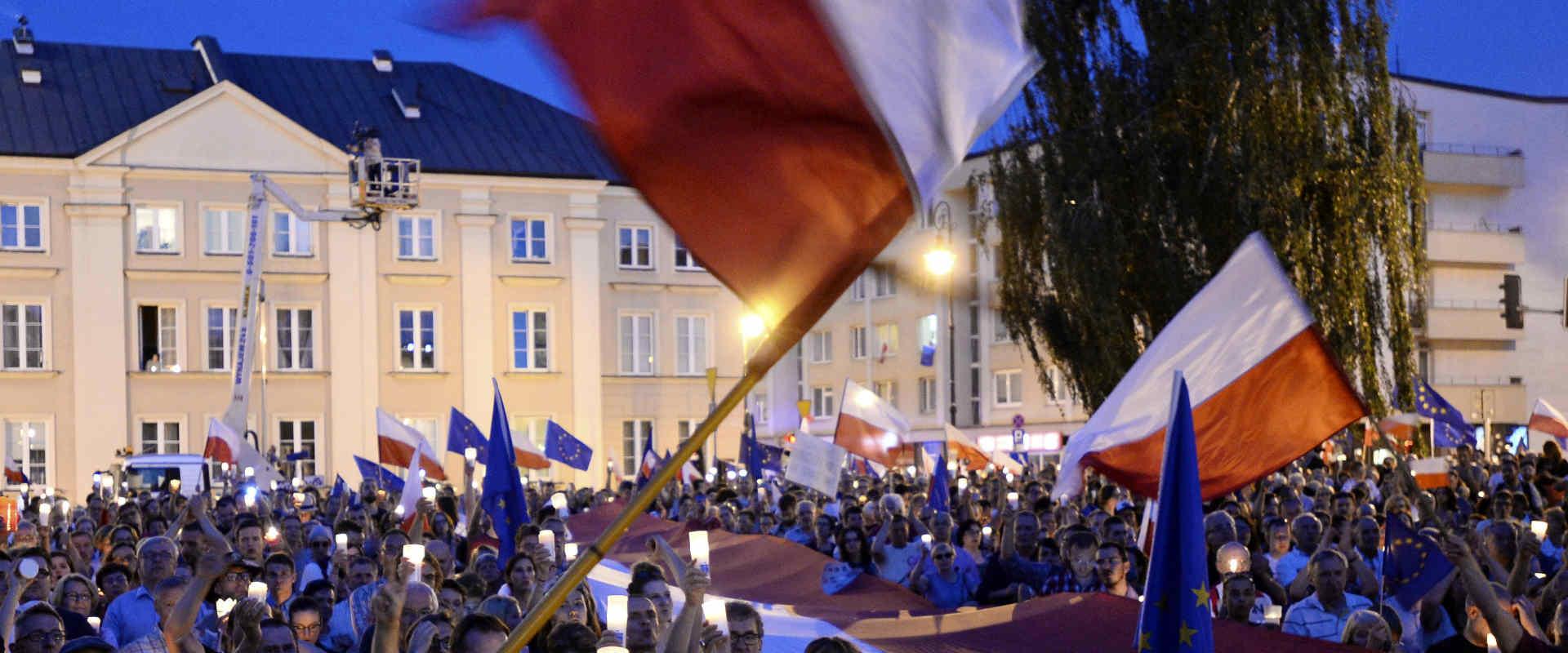 הפגנות המונים בפולין נגד הרפורמה בבתי המשפט