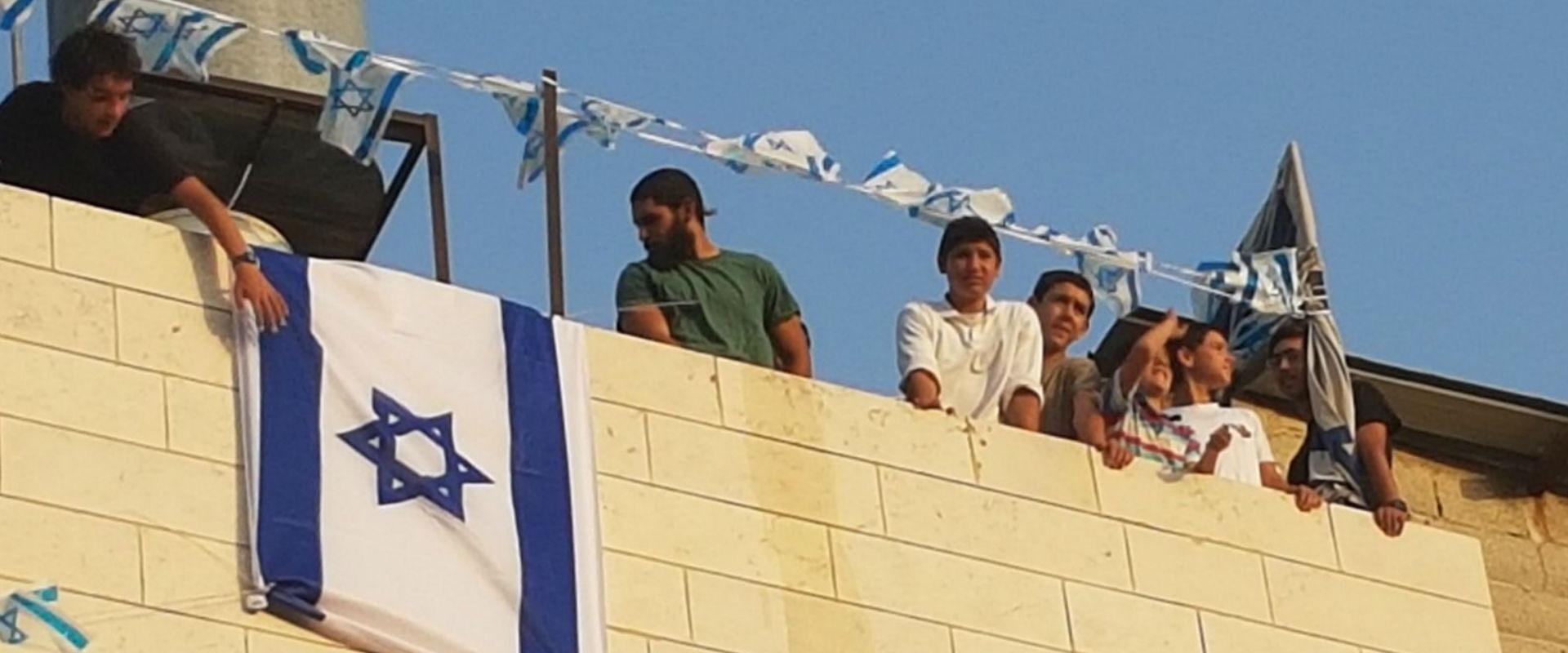 המתבצרים בבית המכפלה (צילום: ציפי שליסל, TPS)