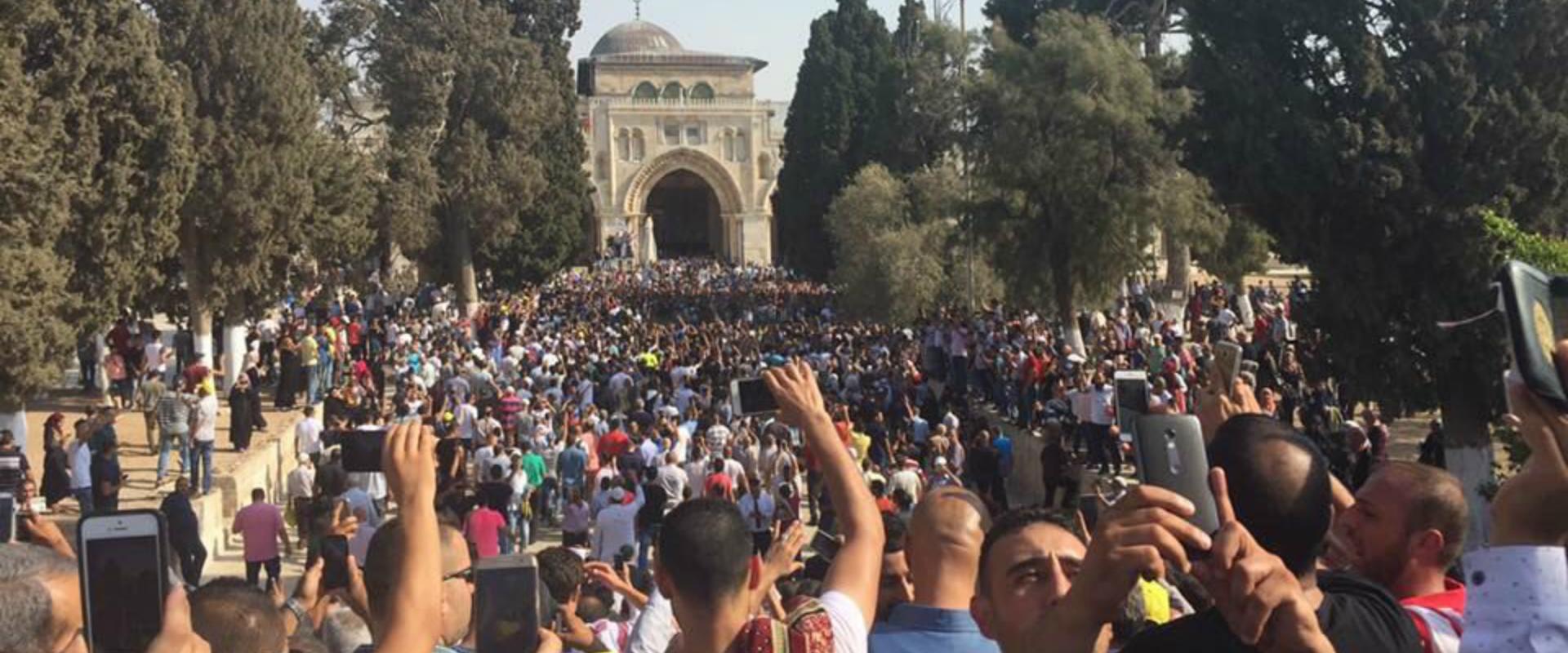 אלפי מוסלמים במסגד אל אקצא