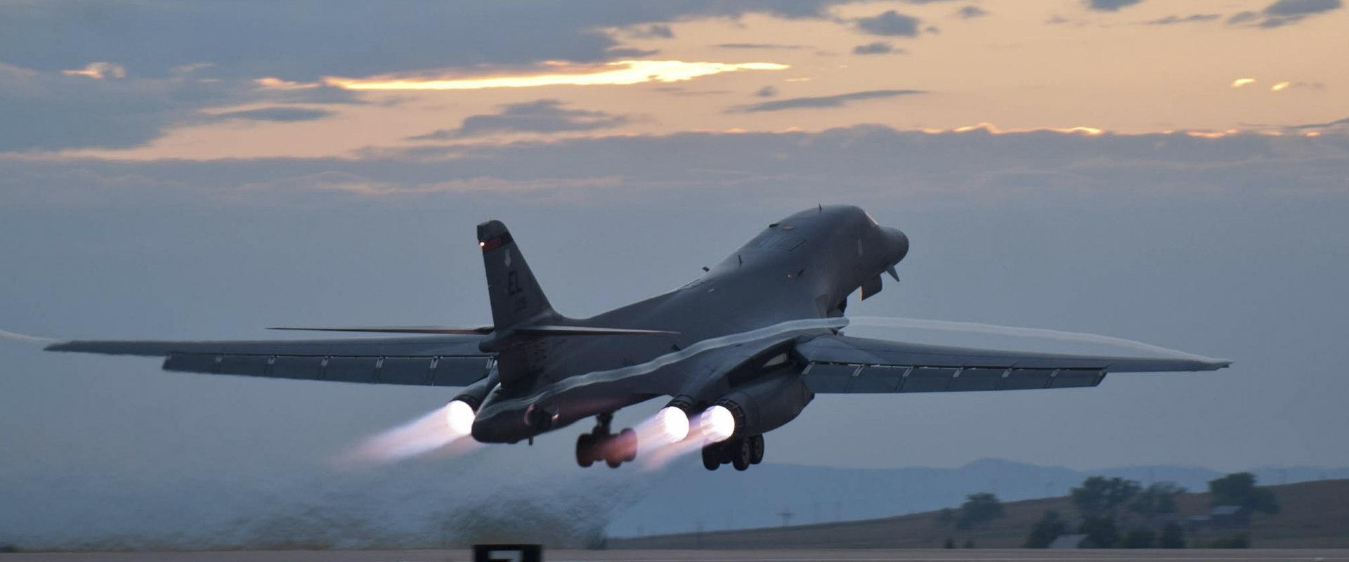 מפציץ מדגם B-1 (צילום: אי-פי)