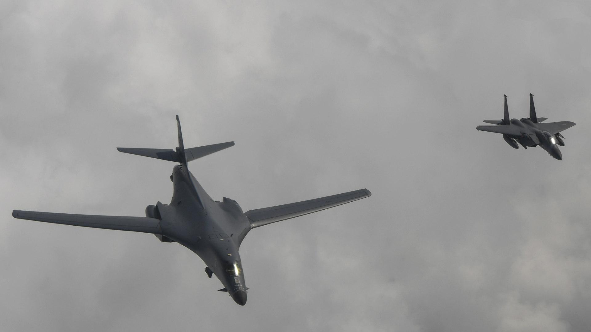 מפציצים אמריקנים מדגם B-1B מעל קוריאה הצפונית