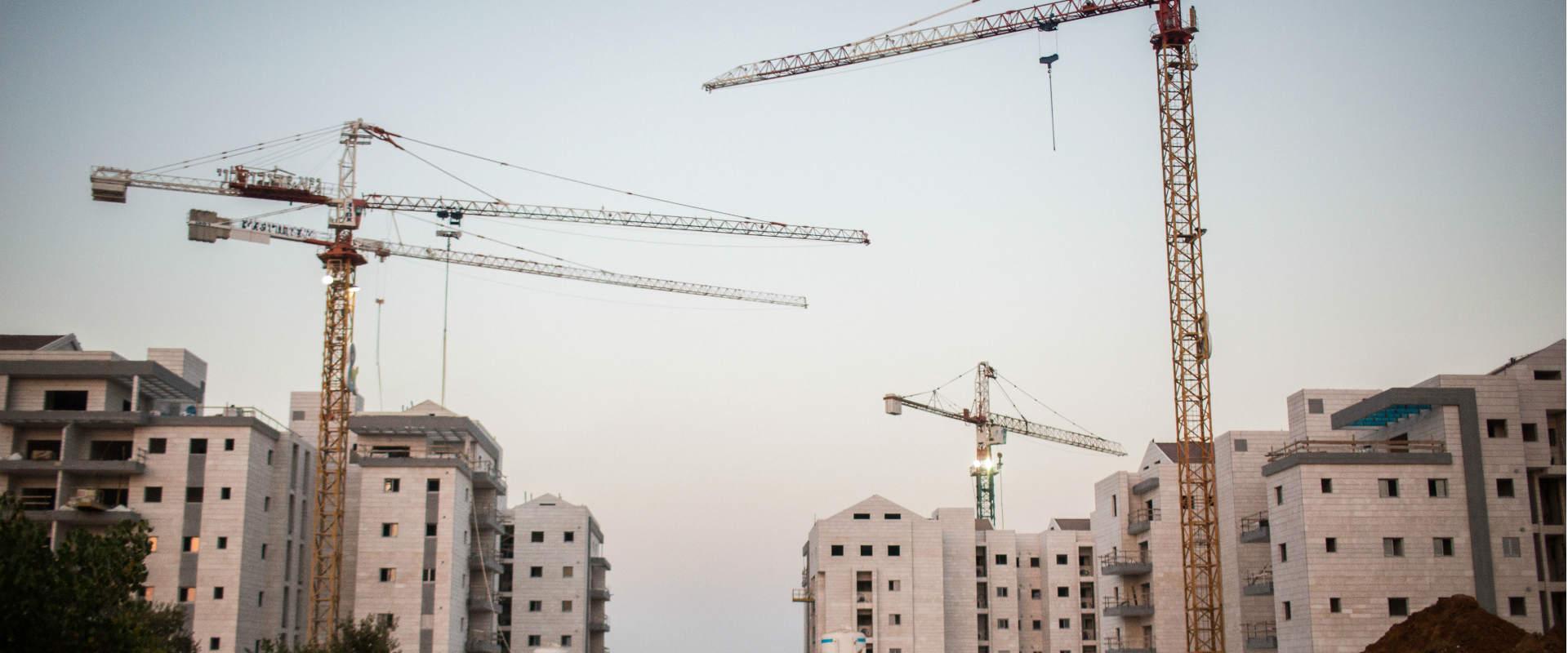 בנייה ברעננה
