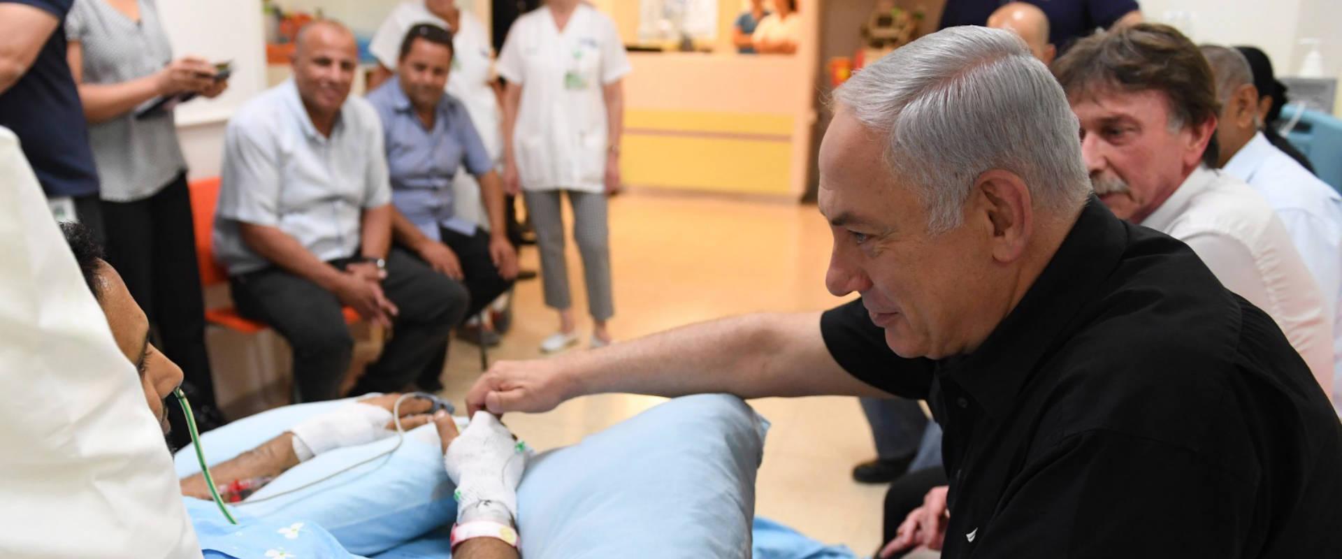 נתניהו מבקר את ניב נחמיה בבית החולים קפלן, היום